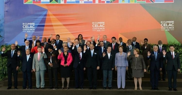 28jan2015---presidentes-e-lideres-da-america-latina-e-do-caribe-posam-para-foto-oficial-durante-a-3-celac-cupula-da-comunidade-de-estados-latino-americanos-e-caribenhos-a-20-km-de-san-jose-na-costa-1422487839410_956x5